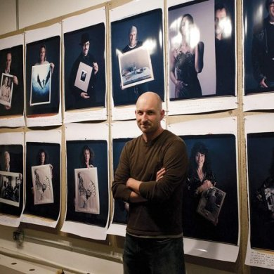 Behind Photographs, Tim Mantoani   www.designplayground.it