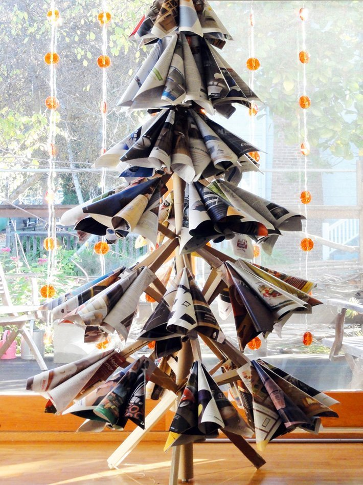 L'albero di Natale con vecchie riviste, Tai-Ran Tseng