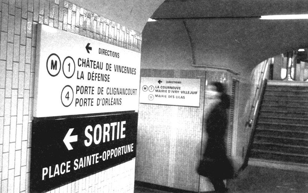 Parisine-Metro-Frutiger-plaque-metro