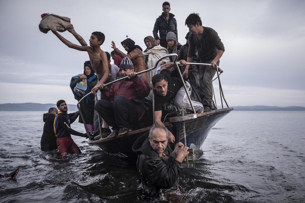 Sergey Ponomarev, Russia, The New York Times La crisi europea del migranti Rifugiati arrivano su una barca vicino al villaggio di Skala, sull'isola di Lesbo, Grecia. Skala, Grecia, 16 novembre 2015 (World Press Photo)