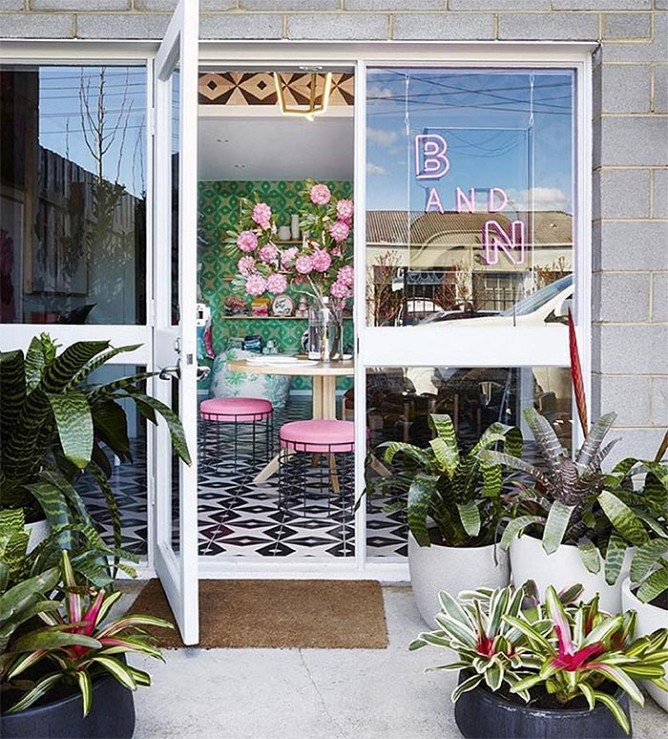 34 Beautiful Storefronts + Best of the Web