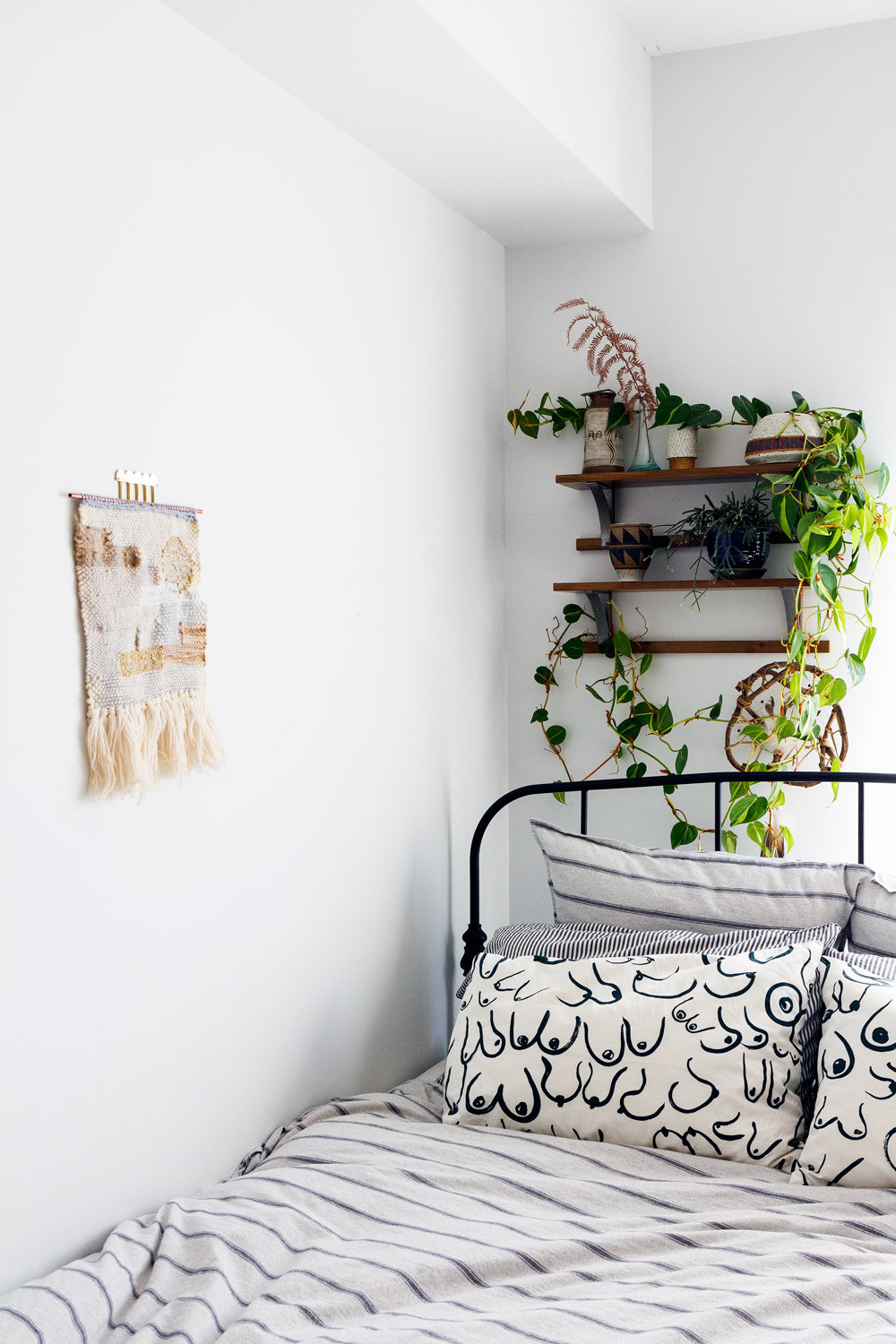 The White Wall Controversy: How the All-White Aesthetic ... on Room Decor Aesthetic id=51810