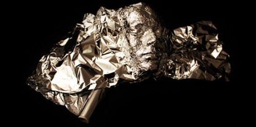 Aluminiumfolie kunst door Dominic Wilcox