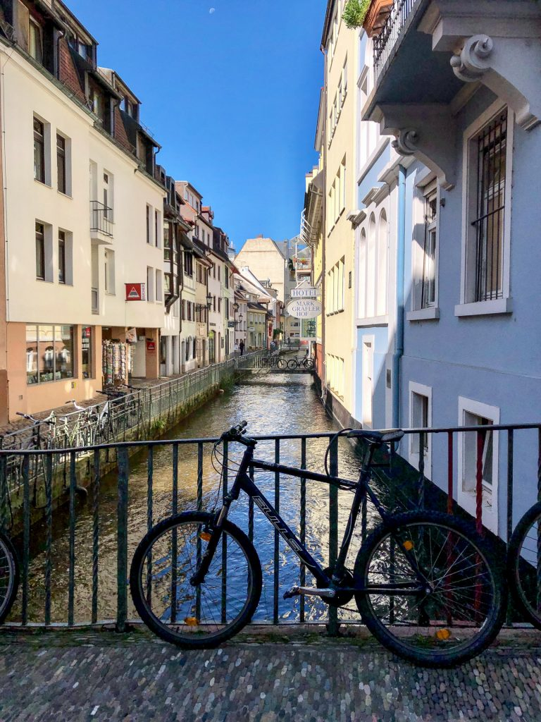 Freiburg im Breisgau , Tyskland Germany, Baden Württemberg, pastel, pastell, sykkel, bicycle, house, kanal, canal