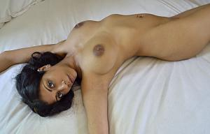 housewife bedroom nude pic
