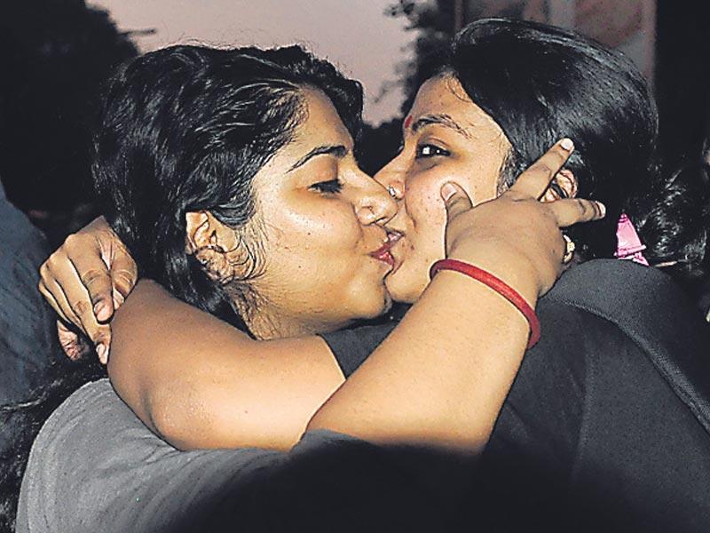 Indian Model Lesbian Wild Kiss