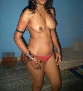 bhabhi boobs desi naked image