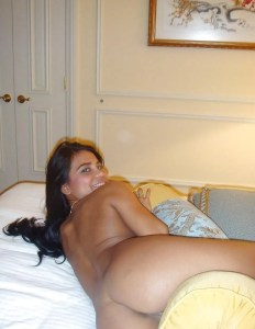 Indian College Girl round ass nude pic