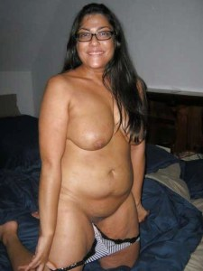 Desi Aunty full nude bedroom pic