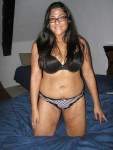 Desi Aunty hot bedroom pic