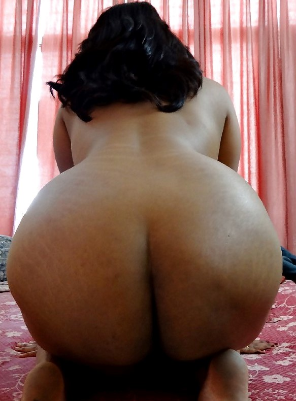 Arab women naked butt