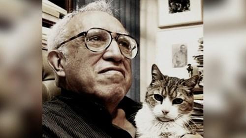Carlos Monsivais y su gato. Foto tomada del sitio: México es cultura