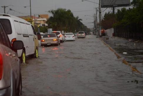 las-lluvias-inundan-vias-y-desbordan-rios-en-el-norte (2)