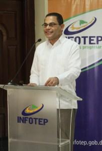 Director general del INFOTEP Rafael Ovalles dirige discurso a miembros de comisiones evaluadoras