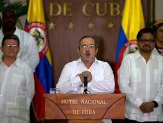 """El líder máximo de las FARC, Rodrigo Londoño, alias """"Timochenko"""", hace el anuncio en Cuba."""