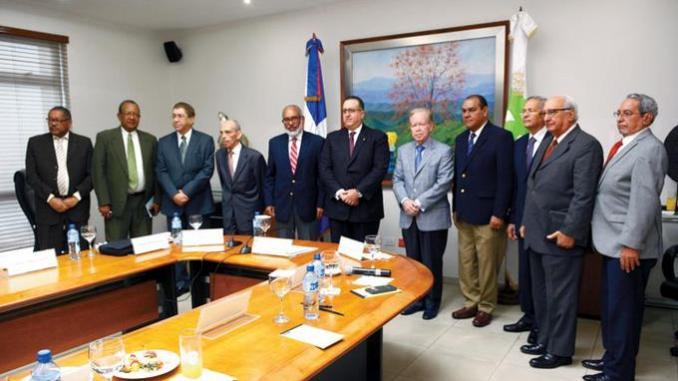 Los directores de medios de comunicación sostuvieron ayer un encuentro con el director general de Impuestos Internos, Magín Díaz, donde tocaron los temas más relevantes en la actualidad del sistema tributario.