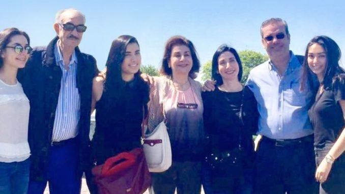 Foto de Luis junto a familiares