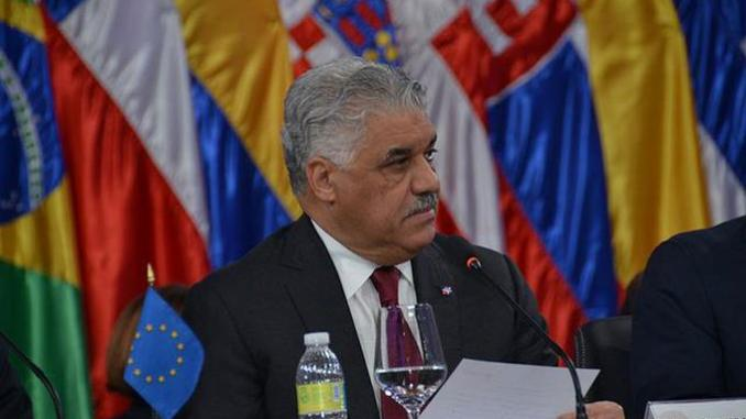 El canciller Miguel Vargas anunció la decisión tras recibir una nota diplomática del Ministerio de Relaciones Exteriores del Perú.