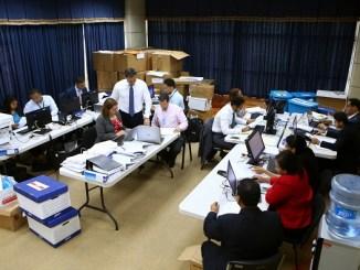A media tarde de este miércoles, el procurador Rodríguez revisaba la documentación recibida desde Brasil.