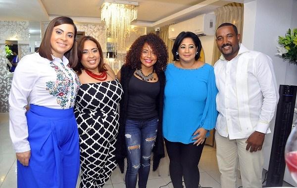 Arlyn Gómez, Roselyn Díaz, Cheddy García, Rosa Maria de la Cruz y Melvin Serrano.