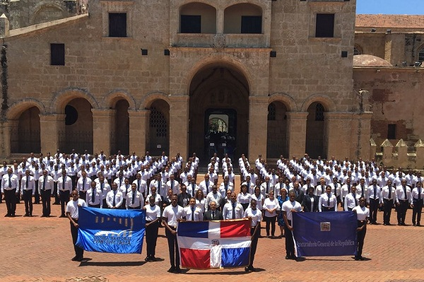 El personal de la Escuela Nacional Penitenciaria realizó una misa y un desfile para conmemorar su 14 aniversario.