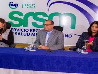 El director del Servicio Nacional de Salud, doctor Nelson Rodríguez Monegro, la directora del SRSM, doctora Mirna Font-Frías y la coordinadora técnica de la Dirección General de Habilitación del Ministerio de Salud Pública, licenciada María Solano