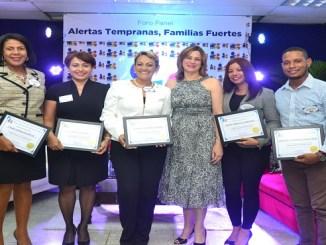 Ysabel Díaz, Neskys Liriano, Sandra Fernández, María Esther Fernández, Denys Trinidad y Gregory García.