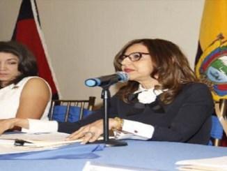 La jueza del TSE magistrada Rafaelina Peralta junto a Nubia Villacis vicepresidenta del Consejo Nacional Electoral.