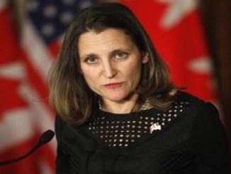 La ministra de Relaciones Exteriores canadiense, Chrystia Freeland, informó de las medidas contra representantes venezolanos este lunes