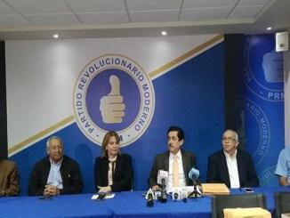 Tony Raful, presidente de la Comisión Organizadora, dio detalles de los candidatos inscritos, junto a los demás miembros