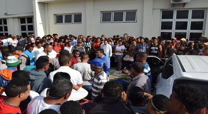 Juez se suicida en el parqueo de universidad en Barahona