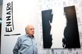 """El artista Jennaro González Pacheco al momento de la inauguración de la exposición """"Elementalismo Intuitivo"""" en District & Co."""
