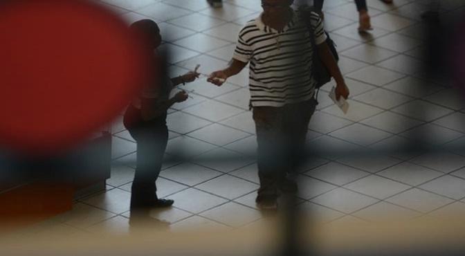 """Numerosas personas han sido víctimas de despojos de dinero, teléfonos y prendas tras exponerlas a los efectos de la """"droga zombie"""" o """"burundanga""""."""
