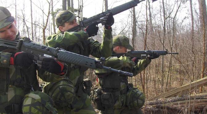 Suecia se prepara para la guerra y ensaya con sus ciudadanos