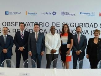 De izquierda a derecha, los señores Luis José Jiménez, Alvin Martínez Llibre, Andrés Mejía, Rolando M. Guzmán, Zhaira Guadalamar, Eduardo Cruz Acosta y Magdalena Rathe.