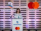 La directora general de Negocios Electrónicos de Banreservas, Antonia Subero, habla en el lanzamiento de la Tarjeta Mastercard Débito Negocios Banreservas.