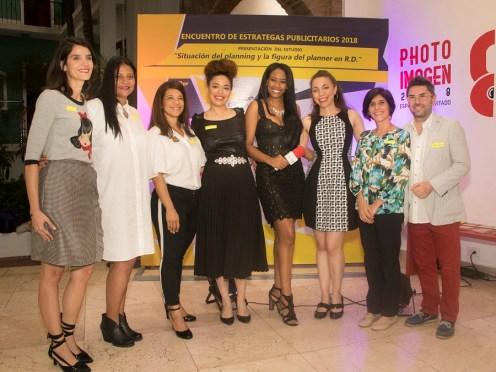Laura Vicens, Dionni Vargas, Soraya Pina, Annel Cardenes, Luz Geremy, Wanda Cardenes, Tansi Santos y Francesco Abbatescianni