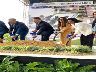 El Procurador General Jean Alain Rodríguez, le acompañan la senadora Cristina Lizardo, el gobernador de la provincia Juan Frías, así como el alcalde de Santo Domingo Oeste Francisco Peña y la magistrada Adalgisa Castillo Jueza de ejecución de la sanción penal de NNA.