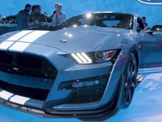 El nuevo Mustang Shelby GT500 de Ford fue presentado en el Salón del Automóvil de Detroit.