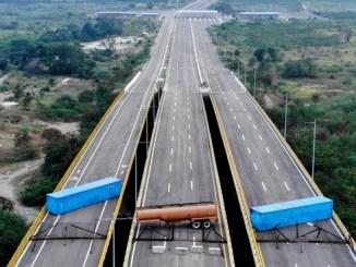 El puente Las Tienditas tiene bloqueados todos sus carriles