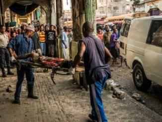 En medio de la creciente tensión política que vive Haití, ayer en el sector de Martissant, en Puerto Príncipe, un policía y dos conductores del transporte público murieron cuando miembros de una banda armada dispararon en su contra. También, en la capital haitiana un hombre resultó herido durante una discusión sobre la situación que vive esa nación.