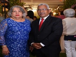 Maritza Camacho, presidenta de la Sociedad Dominicana de Orquideoloía y Ricardo García, director general del JBN