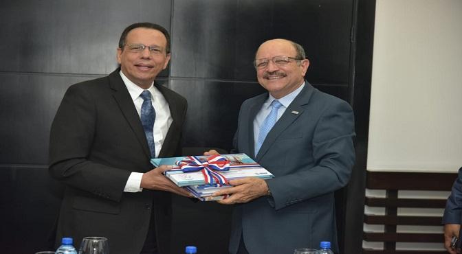 Ministro de Educación Antonio Peña Mirabal se reúne con Bienestar Estudiantil para garantizar la salud alimenticia de los educandos