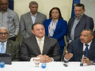 Horacio Mazara, de INAPA, Alejandro Montás, de la CAASD y Olgo Fernández, INDRHI