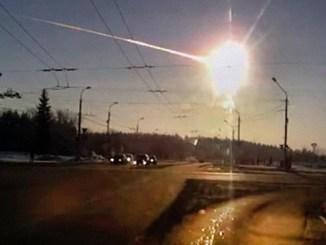 Imagen de bola de fuego que se vio en Cheliábinsk, Rusia, en 2013, tras el impacto de un meteorito con la atmósfera.