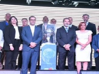 """En la imagen Dinardo """"Lalo"""" Rodríguez, director ejecutivo, y Manuel Luna, presidente de la Comisión de Normalización de la Federación Dominicana de Fútbol."""