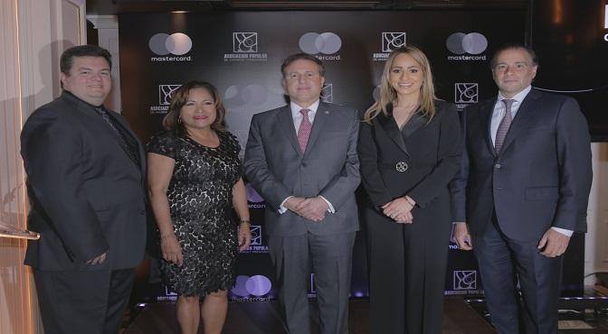Gabriel Pascual, Nurys Marte, Gustavo Ariza, Alina Victorio y Lawrence Hazoury.