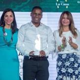 Erik García, supervisión de almacén corporativo & servicios, recibió galardón en desempeño extraordinario