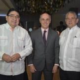 Milguel Calzada, embajador Alejandro Abellán y Robeto Henríquez.