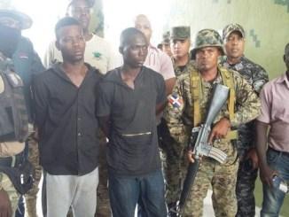 La entrega de los detenidos, en perfecto estado de salud, fue realizada por la puerta Binacional Mal Paso Jimaní, con destino a Haití, donde se les dará curso judicial.